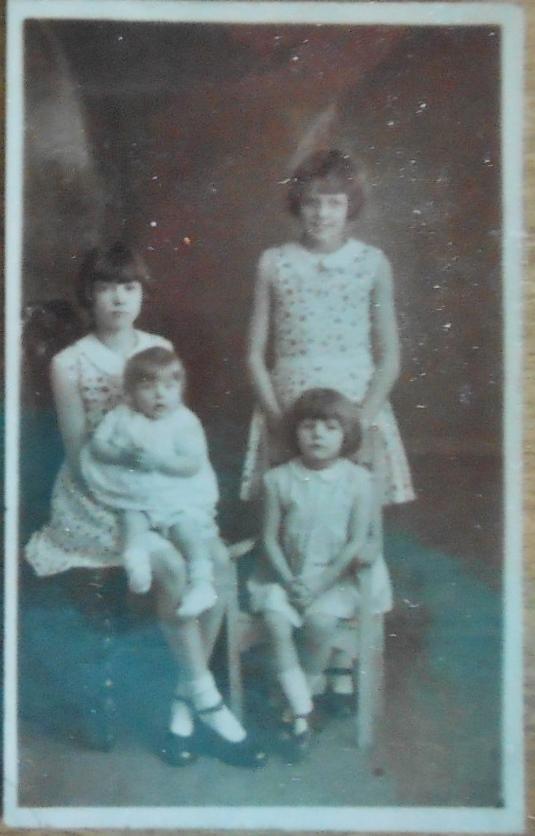 DSCN4091 Jossie with Birdy, Myra with Barbara 1934